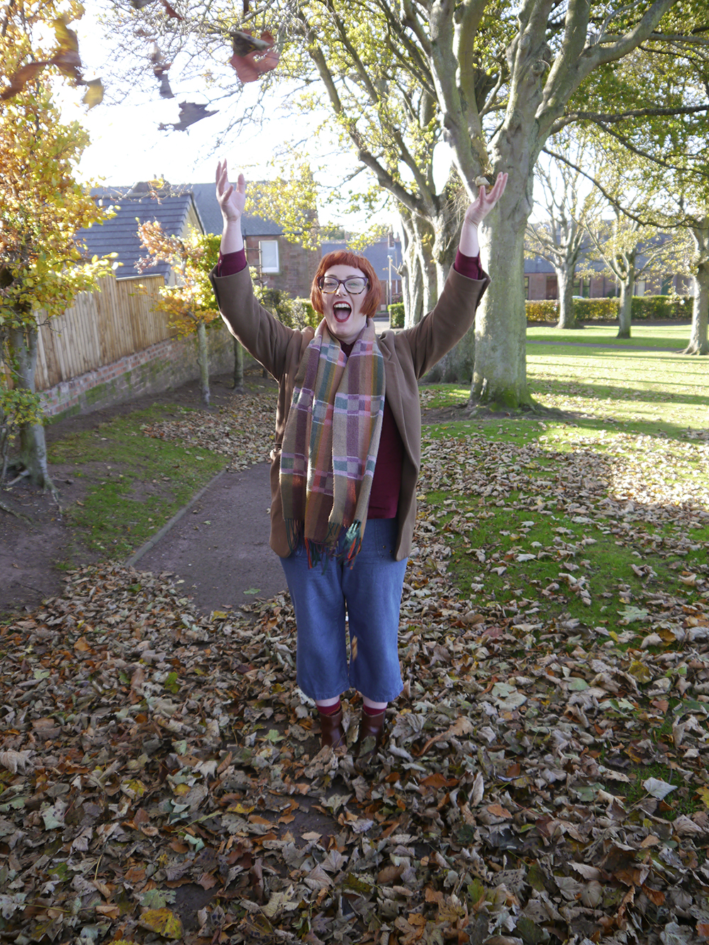 Autumn outfit inspired by fallen leaves