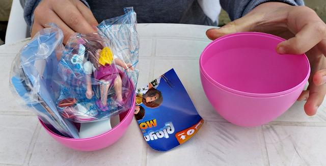 The contents of the PLAYMOBIL Easter Egg ready to be put together