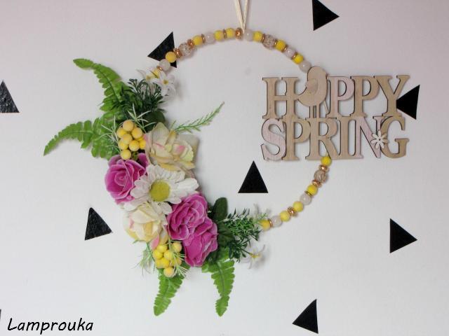 ανοιξιάτικο στεφάνι με λουλούδια και χάντρες