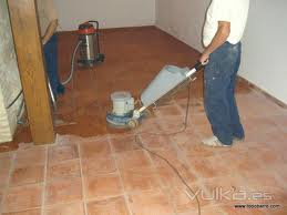 Limpiar y mantener suelos de barro cocido o terracota for Como limpiar el suelo de gres para que brille