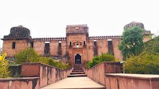 मोती महल किसने बनवाया था