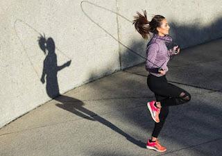9 Cara Mengecilkan Lengan Bergelambir Dengan Olahraga