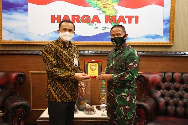 Pangdam IM Terima Kunjungan Pejabat Bank Syariah Mandiri Aceh, Ini yang Dibahas
