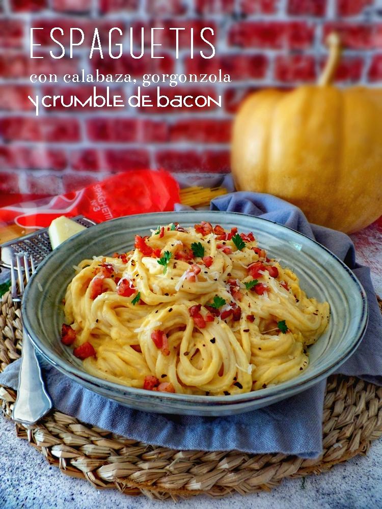Espaguetis con calabaza, gorgonzola y crumble de bacon
