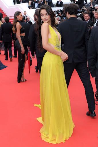 Shanina Shaik red carpet fashion dresses photo