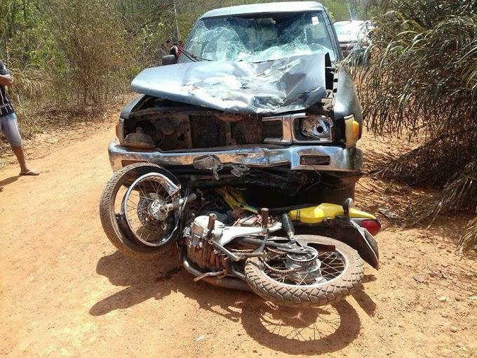 Batida envolvendo moto e carro deixa duas pessoas mortas na zona rural de Batalha