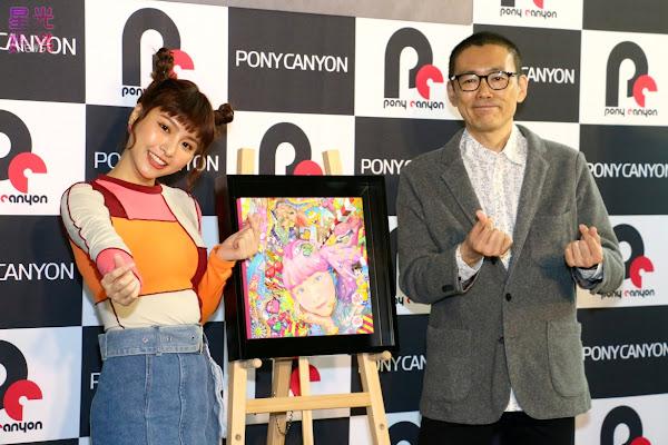 峮峮與中山威智郎一同揭幕笹田靖人大師為峮峮繪製的畫作