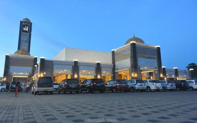 Masjid Namira Lamongan menjelang pagi