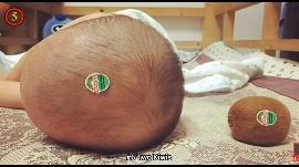 Bayi Lucu buah kiwi