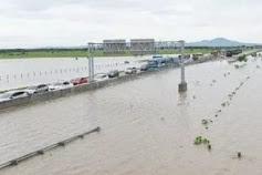 Jalan Tol Jakarta-Cikampek Lumpuh Terkena Banjir