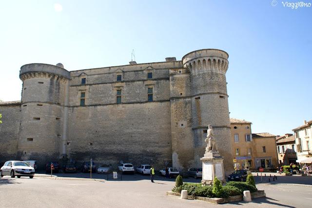 Il castello e simbolo del villaggio di Gordes