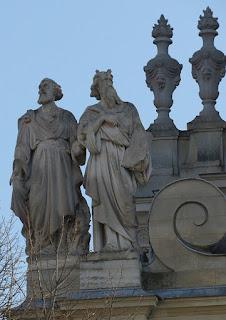 משה ואהרון - פסל על אוניברסיטת סורבון -פריז