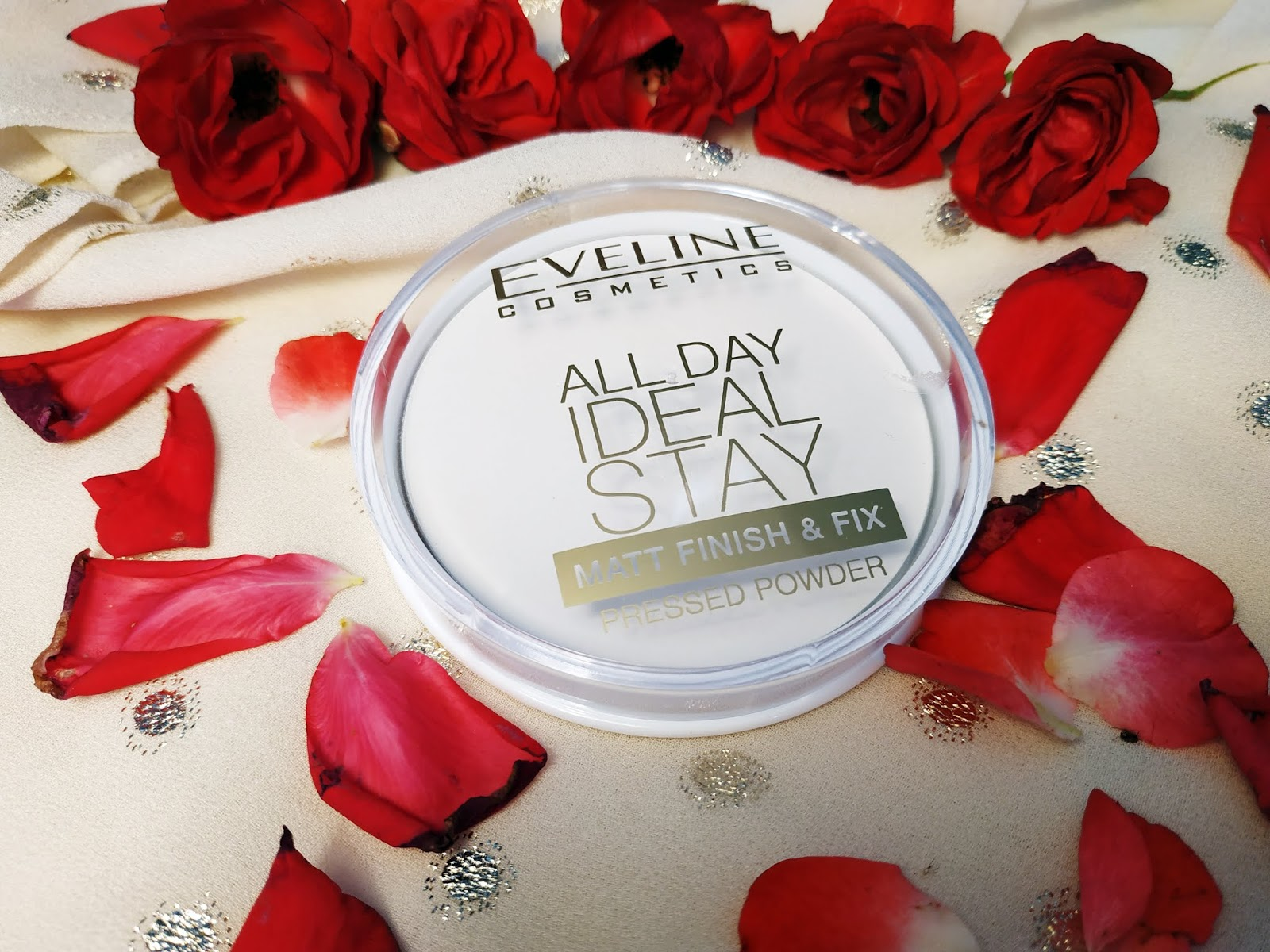 Opinia Eveline All Day Ideal Stay, matujący puder od Eveline