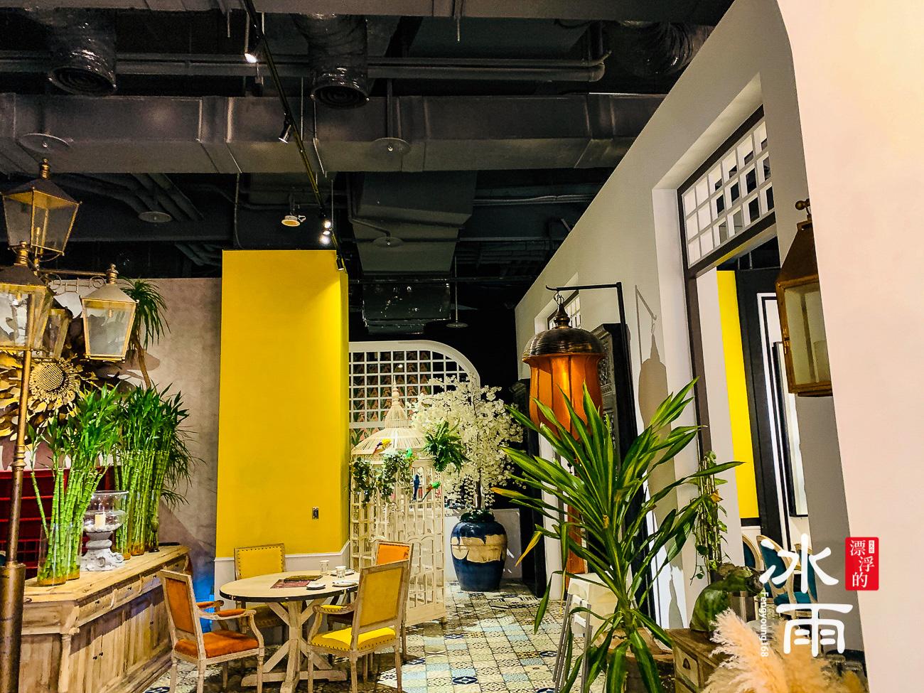 WOOTAIWAN大直ATT店|天花板上沒什麼裝飾,地面的花磚很搶眼