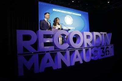 Luiz Bacci e Adriana Araújo foram os mestres de cerimônia do evento de lançamento - Foto: Antonio Chahestian/Divulgação Record TV