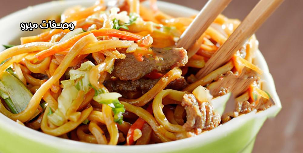 النودلز الصيني مع اللحم