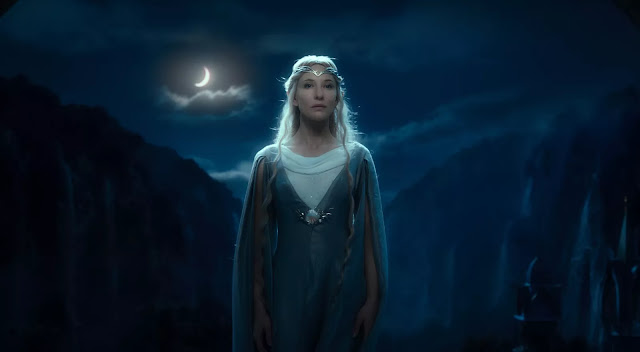 Cate Blanchett memerankan Galadriel di film The Hobbit