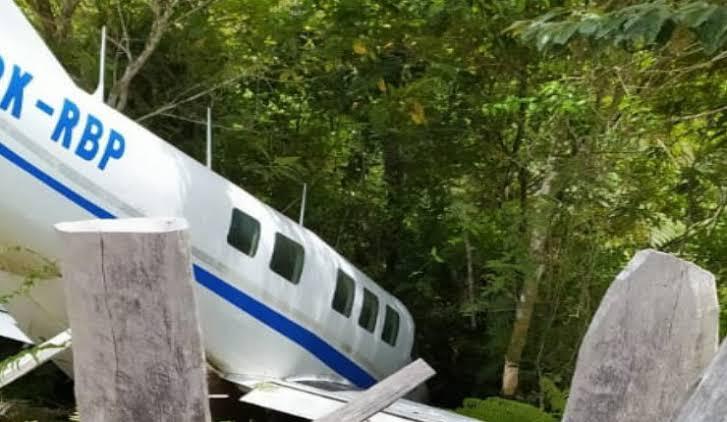 Pesawat Pengangkut Bansos ke Paniai, Papua, Tergelincir Keluar Landasan Saat Mendarat