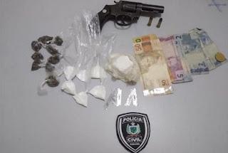 Operação da Polícia Civil prende dois homens e apreende adolescente suspeitos de tráfico de drogas em Barra de Santa Rosa