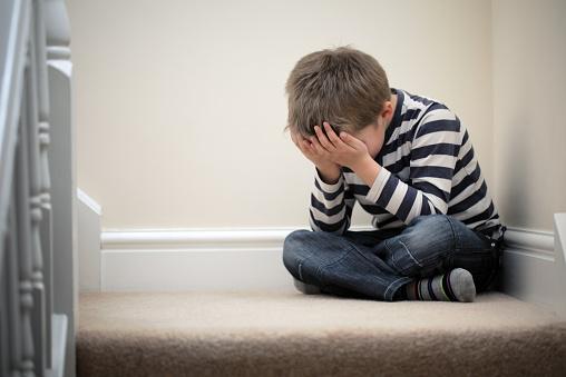 Ketahui 4 Penyebab Anak Sering Minder