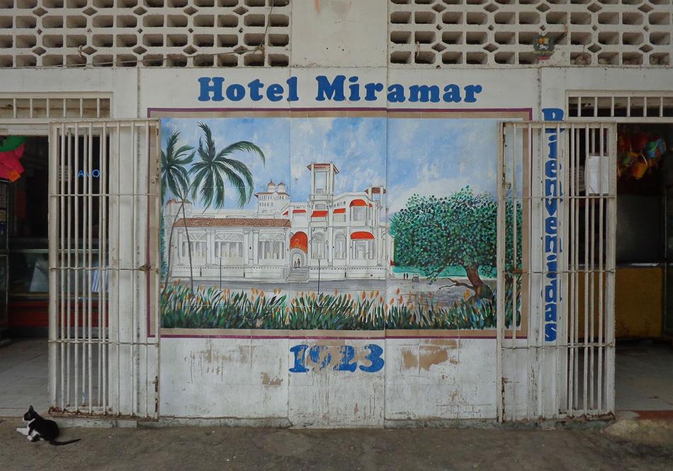 Fotografia digital del hotel Miramar en el boulevar de Macuto