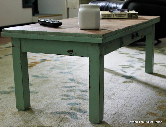 coffee table, paint transformation, pallets, Fusion Mineral Paint, minwax, salvaged wood, http://goo.gl/hf68fG