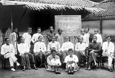 Perkembangan Pergerakan Nasional Yang Bersifat Etnik, Kedaerahan, Keagamaan dan Terbentuknya Nasionalisme di Indonesia