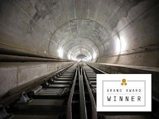 Terowongan di bawah pegunungan Alpen