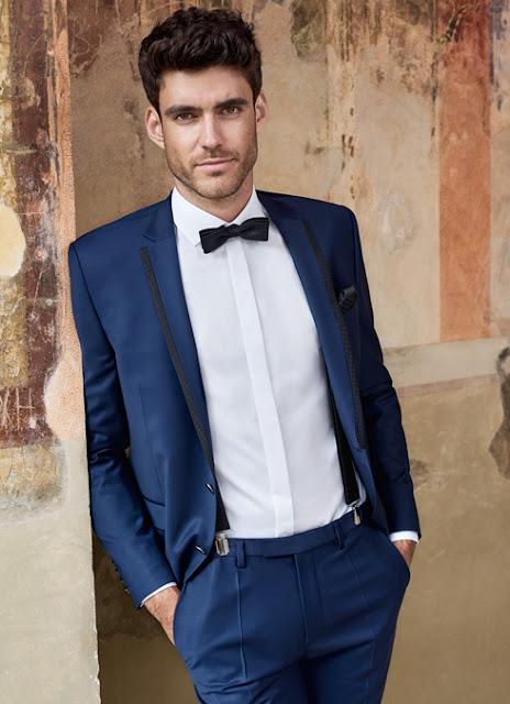 Bräutigam Anzug blau mit Revers- Kragen in schwarz, Hosenträger und Fliege.