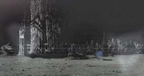 Lear ha descritto i cittadini della Luna come alieni umanoidi.