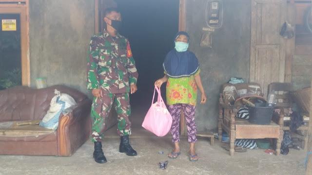 KodimKaranganyar - Pandemi Corona Babinsa Komsos di  Wilayah Binaan Untuk Bantu Sesama
