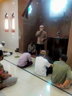 Jaga Kamtibmas, Satbinmas Polres Pelabuhan Makassar Ajak Jamaah Masjid Selalu Menerapkan Prokes