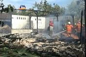 Lupa Matikan Kompor, Dua Rumah Ludes Terbakar