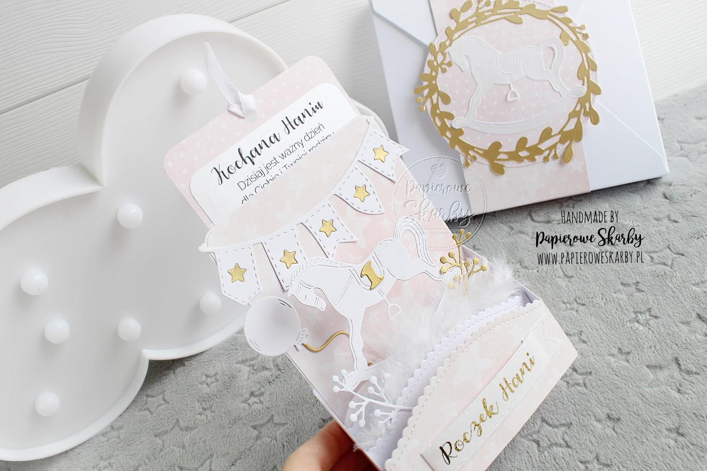 scrapbooking cardmaking handmade rękodzieło ręcznie robiona kartka kartki na urodziny z okazji siódmych urodzin siódme 7 dla chłopca dla chłopczyka dla dziecka błękitna akwarelowa z balonikiem chmury niebo niebiańska urodzinki dziecięca dla dziecka imieniny imieninowa roczek na roczek dziecka dla dziewczynki konik na biegunach z konikiem pierwsze urodzinki na pierwsze urodziny z okazji roczku pamiątka kartka w pudełku pudełko łabędź z łabędziem swan misiu z misiem kartka przestrzenna 3d patelowe zaproszenie zaproszenia roczek chrzest urodziny urodzinki