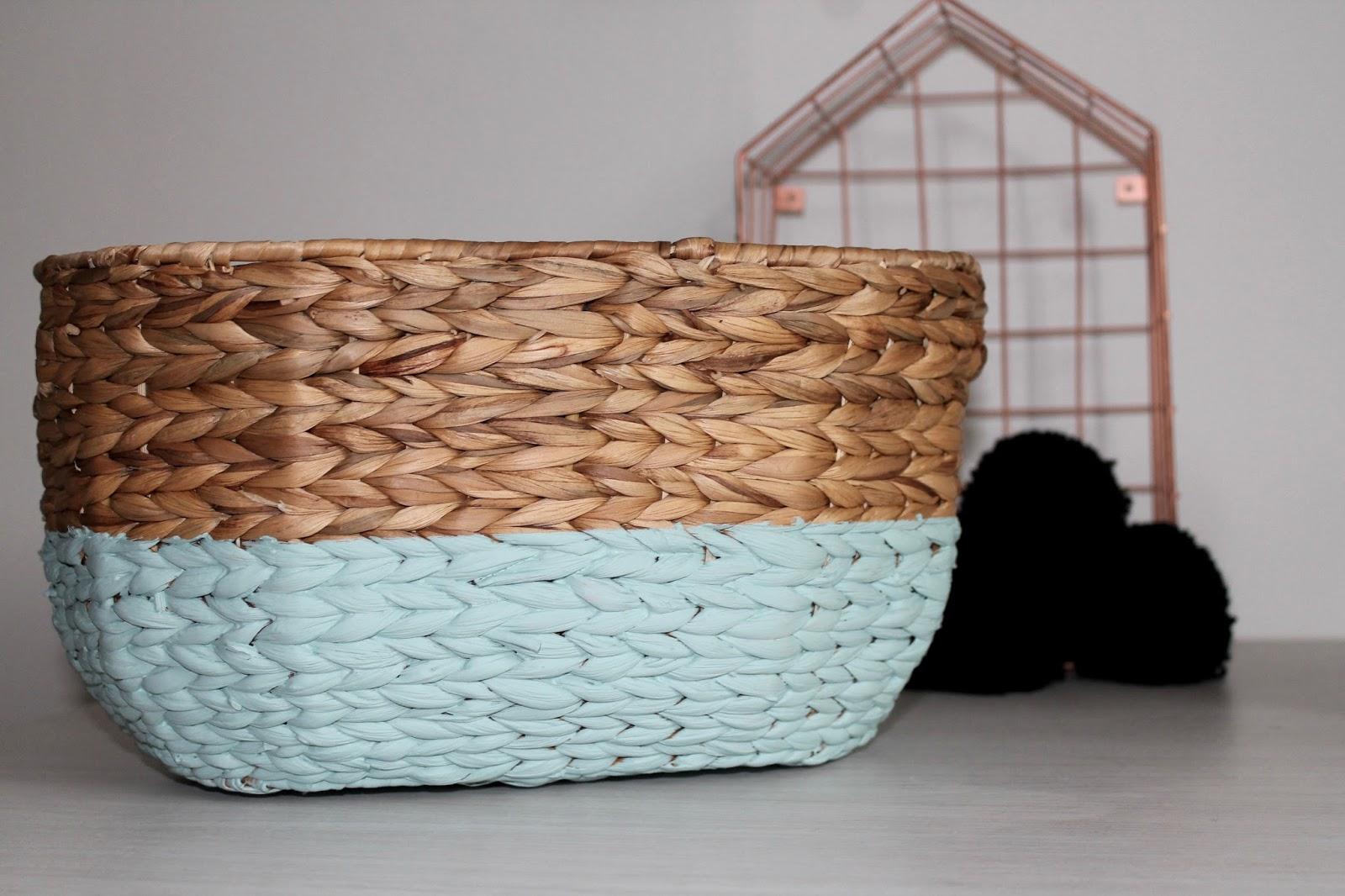 diy 7 panier pompon le monde de bubulle. Black Bedroom Furniture Sets. Home Design Ideas