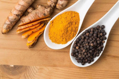 Turmeric, pepper and ginger powder to relief from your sore throat