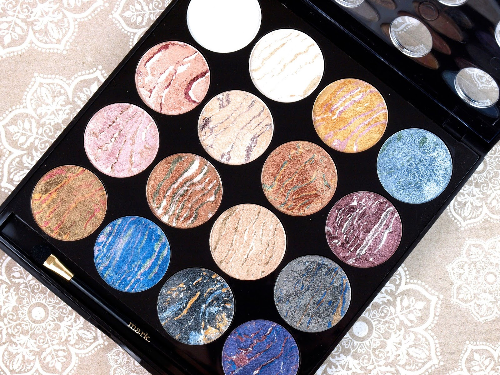 Mark Eye Dream of Glam Ultimate Eye Shadow Palette: Review and Swatches