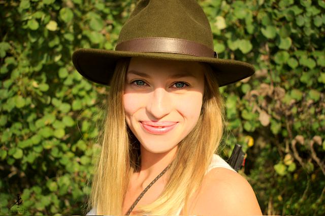 Dziewczyna w kapeluszu