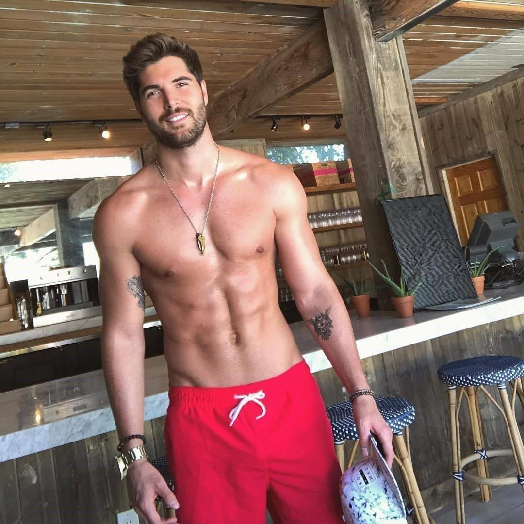 sweaty-shirtless-fit-men-photos