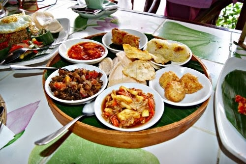lotus cafe 10 Restoran Tempat Makan Favorit di Ubud Bali