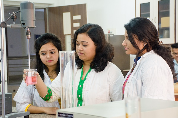 Top Eight Reasons to Choose Pharmacy Courses