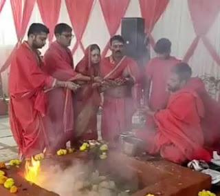 स्वास्थ मंत्री तुलसी सिलावट ने परिवार सहित हवन में डाली आहुति