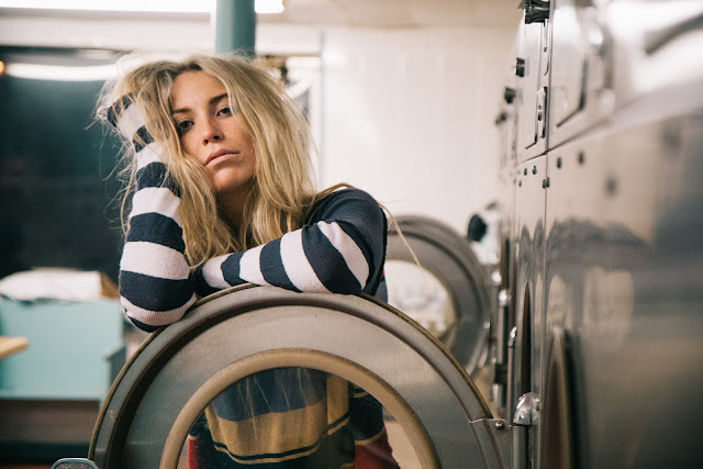 Kamu sibuk? Tidak sempat mencuci  baju sendiri? Mungkin inilah saatnya kamu membutuhkan jasa laundry. Tenang, serahkan semua pada ahlinya. Kamu tinggal terima beres!