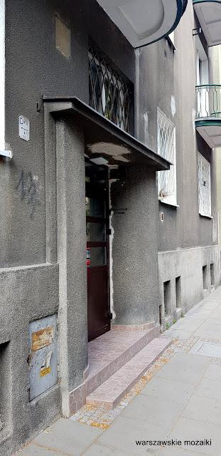 Warszawa Warsaw ulice street kamienica kamienice architektura Stary Mokotów zabudowa architecture przedwojenne drzwi