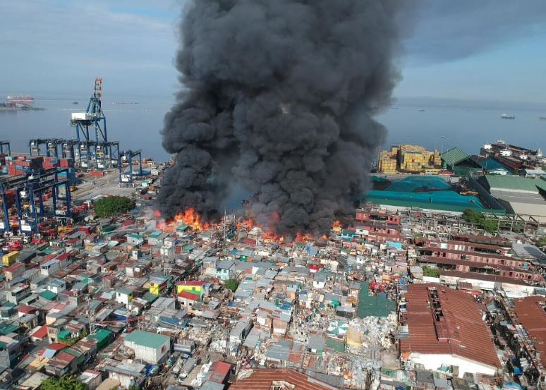 Huge fire hits Happyland in Tondo, Manila on Saturday, April 18