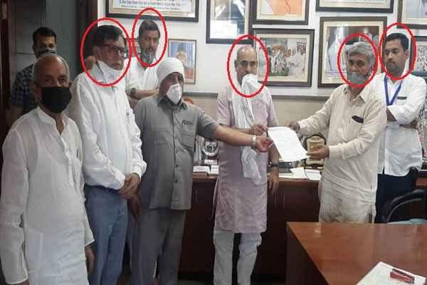 ballabhgarh-mla-minister-moolchand-sharma-not-wear-mask-meeting
