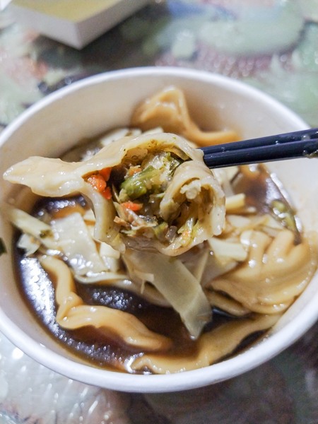 台中大里忠義素食大里店各種乾麵湯麵、湯品、小菜多種選擇