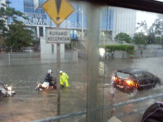 Saiful Anwar Ungkap Alasan Polisi Bubarkan Relawan FPI di Banjir Cipinang Melayu.lelemuku.com.jpg
