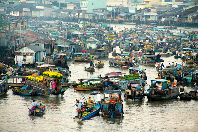 The interesting floating market in Southeast Asia