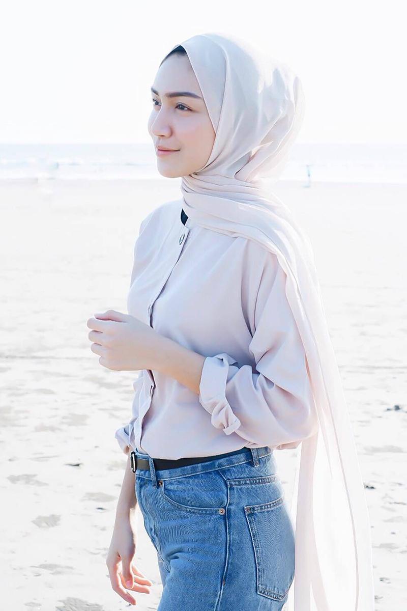 Melody Prima artis FTV pakai HIjab manis dan seksi